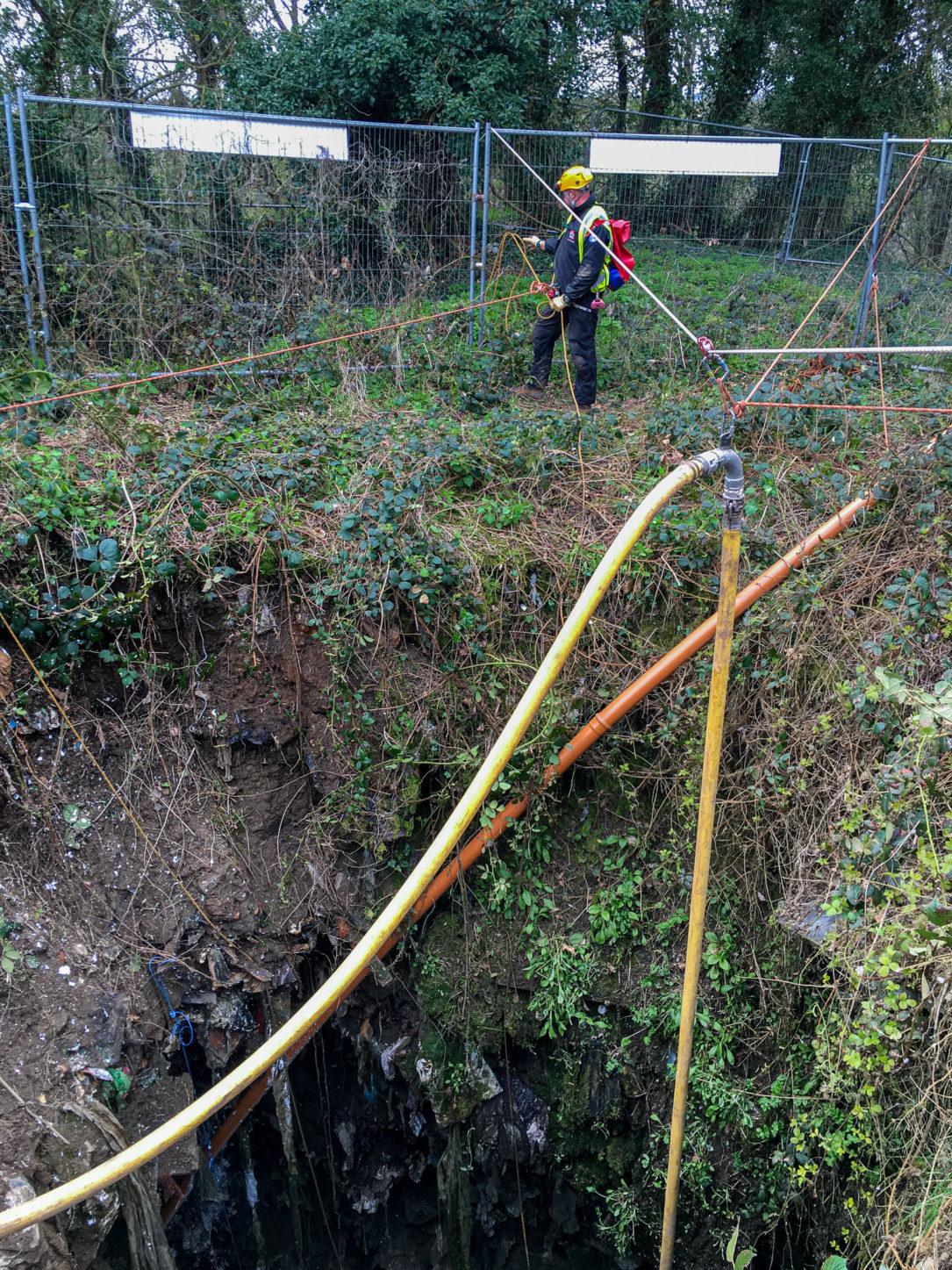 Rope setup for hardfoam filling in mineshaft