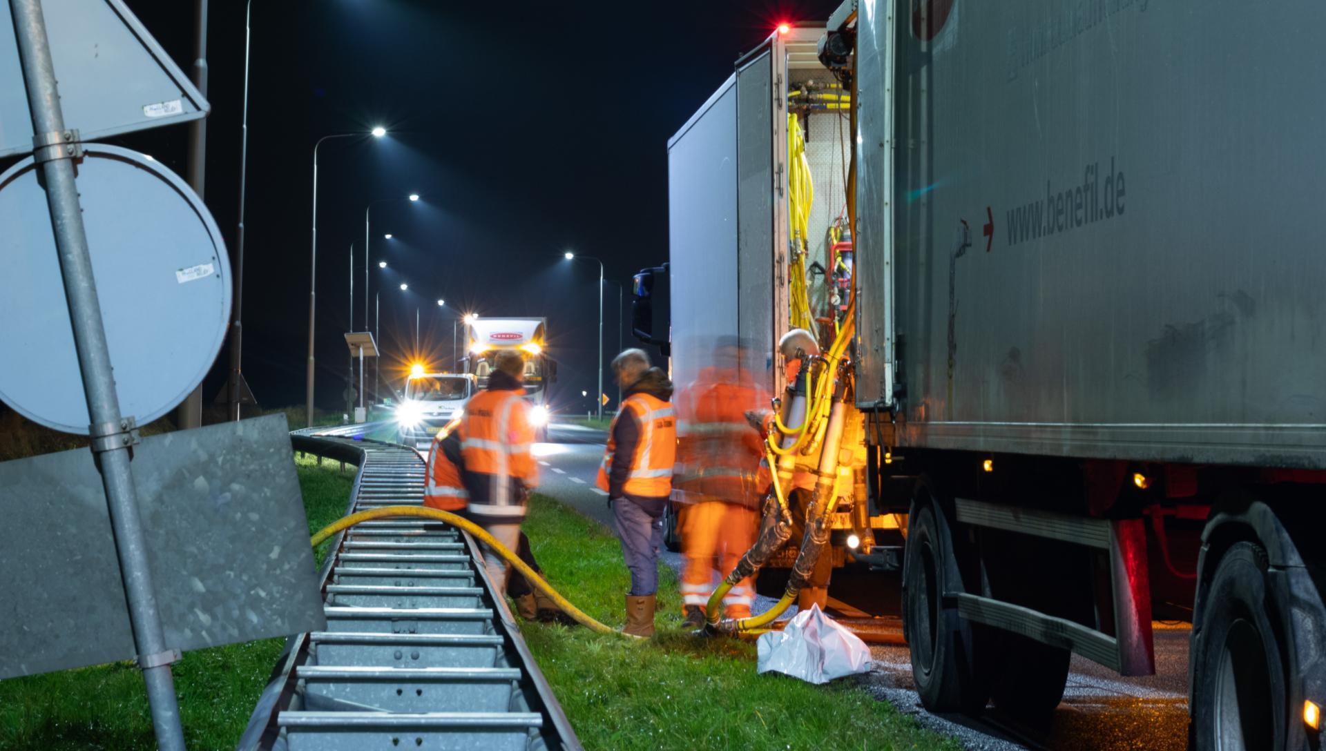 Truck on N9 - filling pipelines